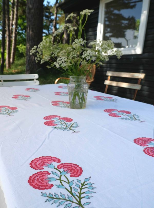 Floral tablecloth and bedspread no. 2