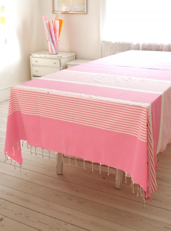 Tablecloth, bedspread, couch cover