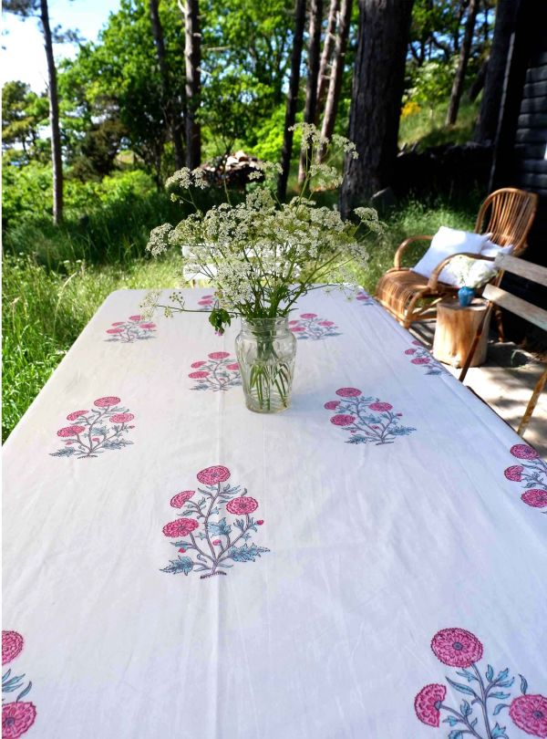 Floral tablecloth no. 1